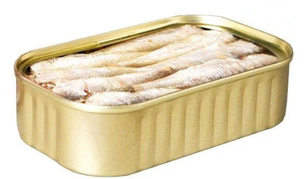 SARDINILLAS EN ACEITE DE OLIVA. Pequeños y ligeros lomos de sardinillas de no más de 5 cms. de longitud. Carne muy tierna y jugosa. Tiene espina central muy pequeña que casi ni se nota –muy rica en fósforo-. Sabor muy suave, apenas salado, muy agradable. http://www.porprincipio.com/conservas-de-pescado-y-marisco/257-sardinillas.html#