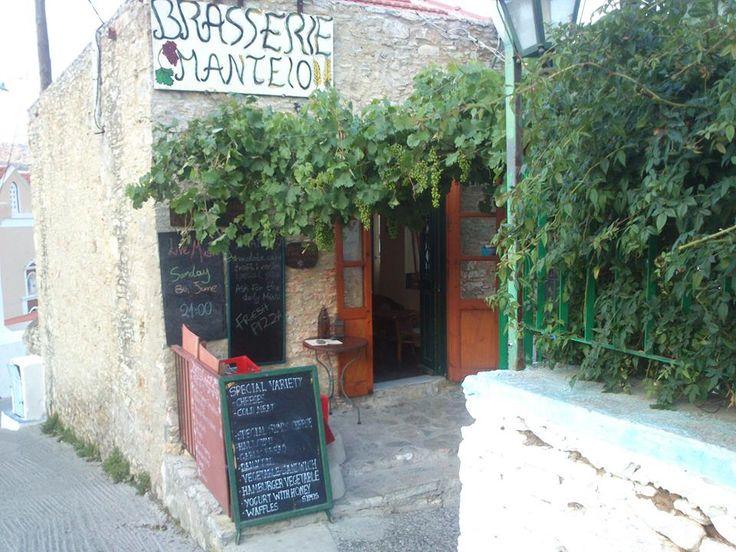 Και στα Δωδεκάνησα, στην όμορφη Σύμη, η Ελληνική μπύρα έχει την τιμητική της.