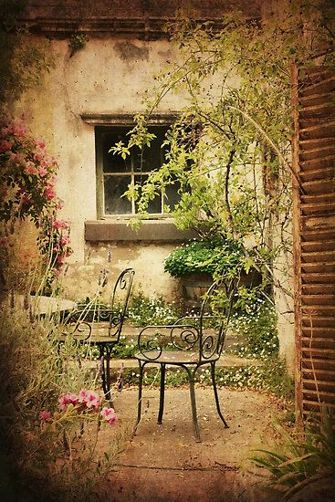 Courtyard Garden at Montsalvat by Angie Muccillo