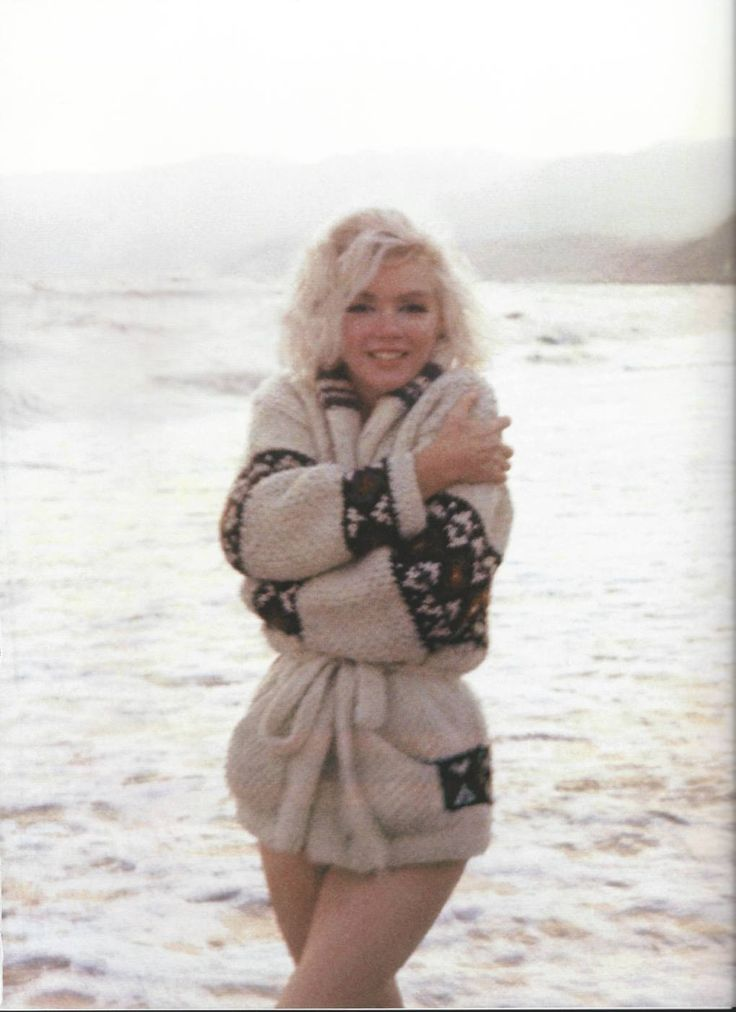 Marilyn photographed by George Barris, 1962
