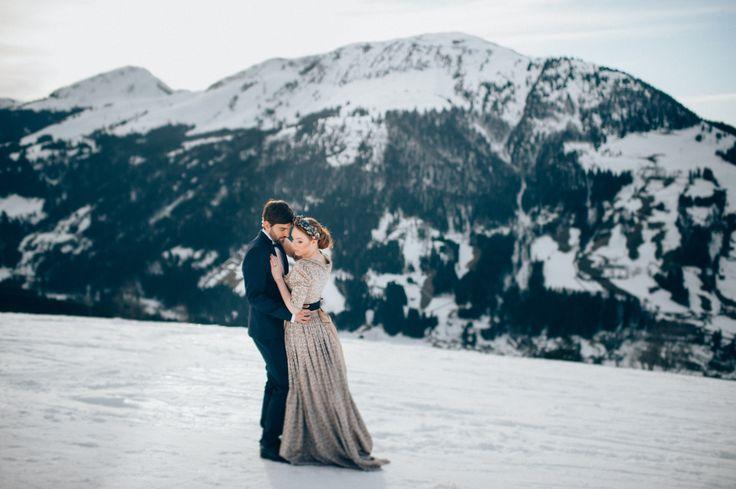 Kış düğünleri temel olarak harika bir düğün deneyimi yaşamanıza ve insanları büyülemenize olanak sağlayabilir. İşte kış düğünü ile ilgili