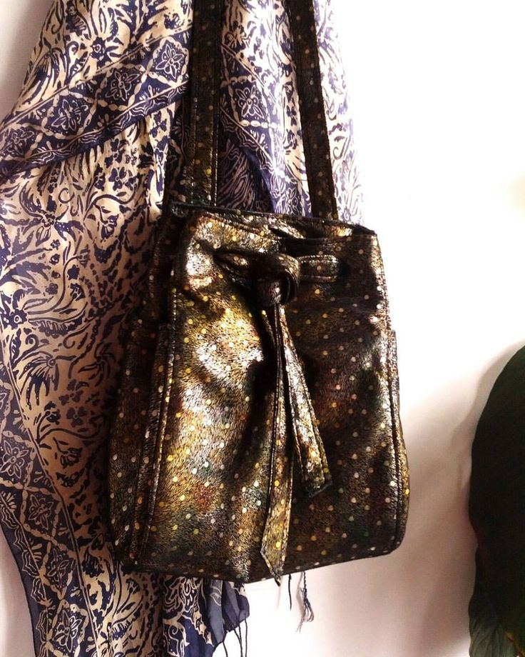 Customs: #printedleather #bucketbag #animalprint #metallic #handmadebags #yvrfashion #yycfashion #madeincanada #boutiqueshopping #prints #alliwant #nohardware #contemporary #handbags #poucheybag #ooak #jvdcustomservice