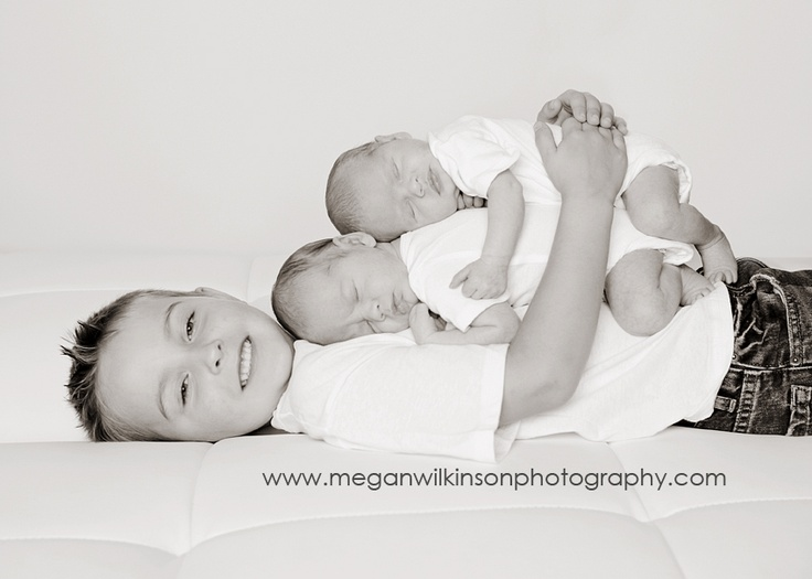 Newborn twin pic ideas with biggest brother