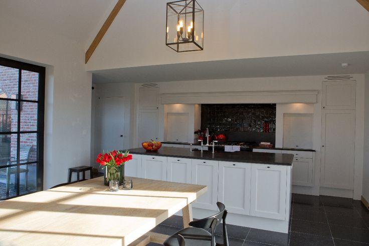 Landelijke keuken met teracotta rode accenten