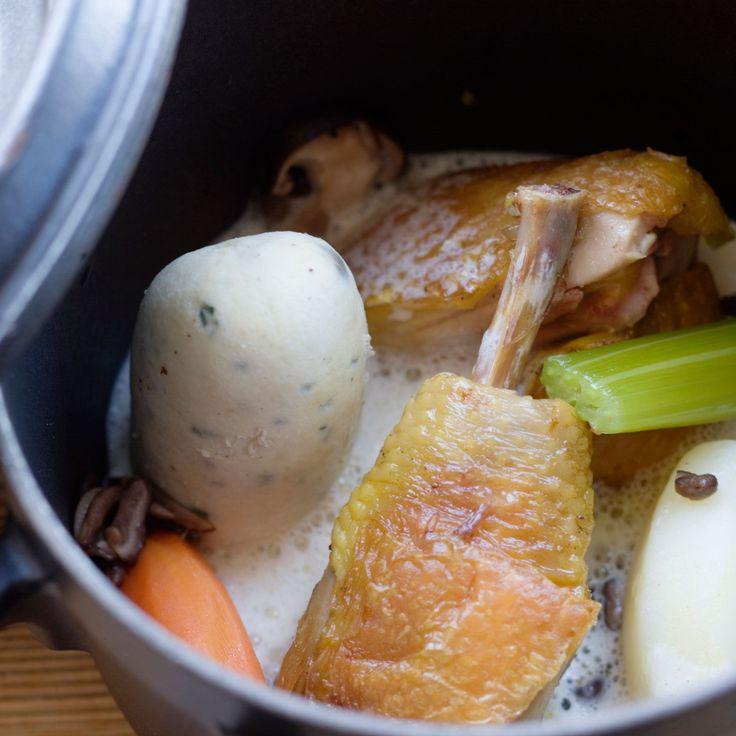 Découvrez la recette de la poule au pot sauce blanche