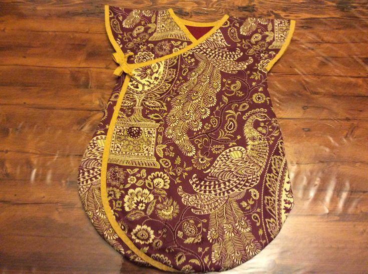 Turbulette pour bébé 0-6 mois doublé en coton ouaté et recouvert d'un coton avec un biais double pour la finition.