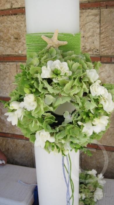Λαμπάδες γάμου με ορτανσία λευκή και φρέζιες