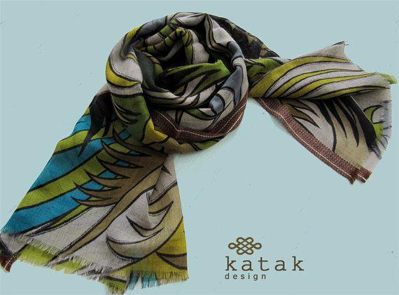 pañuelo estampado de lana y seda con tonos verdes y por katakdesign