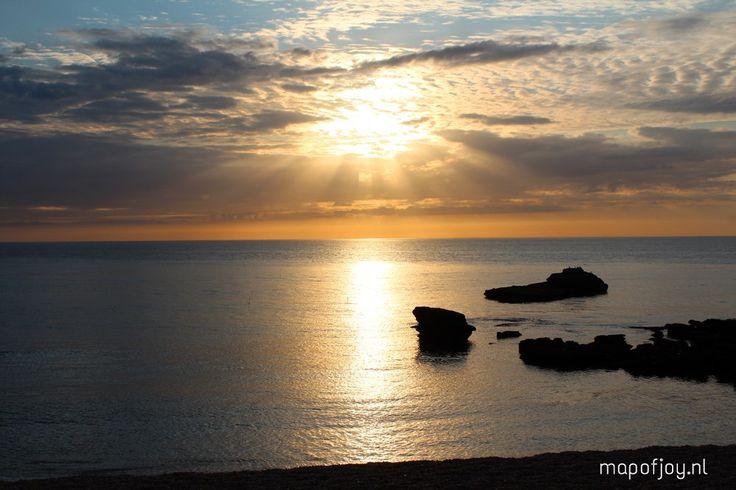 Een reisverslag in tekst, foto's en video over de magisch, mooie krijtrotsen van Étretat in Normandië, Frankrijk.