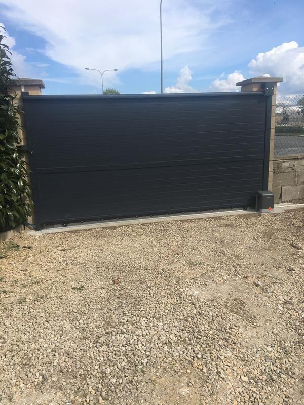 Portail Coulissant Aluminium Lima Gris Anthracite L 350 X H 180 Cm Portail Coulissant Portail Maison Cadre Aluminium