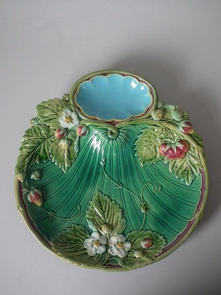 Minton Majolica Strawberry dish with Green ground | ID#20149 | Madelena - So difficult to find this colour variant.