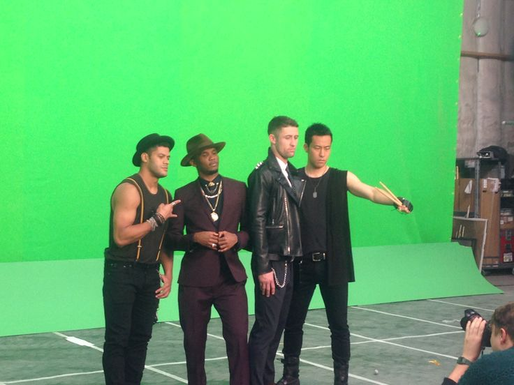 Natricia Bernard was on set with amazing directors Rodrigo Saavedra and Andy Fogwill for the Budweiser Rise as One sport commercial choreography featuring the Chelsea footballers Eto'o, Hulk, Gary Cahill & Maya Yoshida.