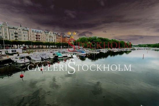 Per Mikaelsson - Strandvägen Kungliga Motorbåtklubb -  Fotokonst i limiterad upplaga 296 ex numrerade och signerade av fotografen. Finns i fyra olika storlekar  Pris från 4 400 kr Beställ här! Klicka på bilden.