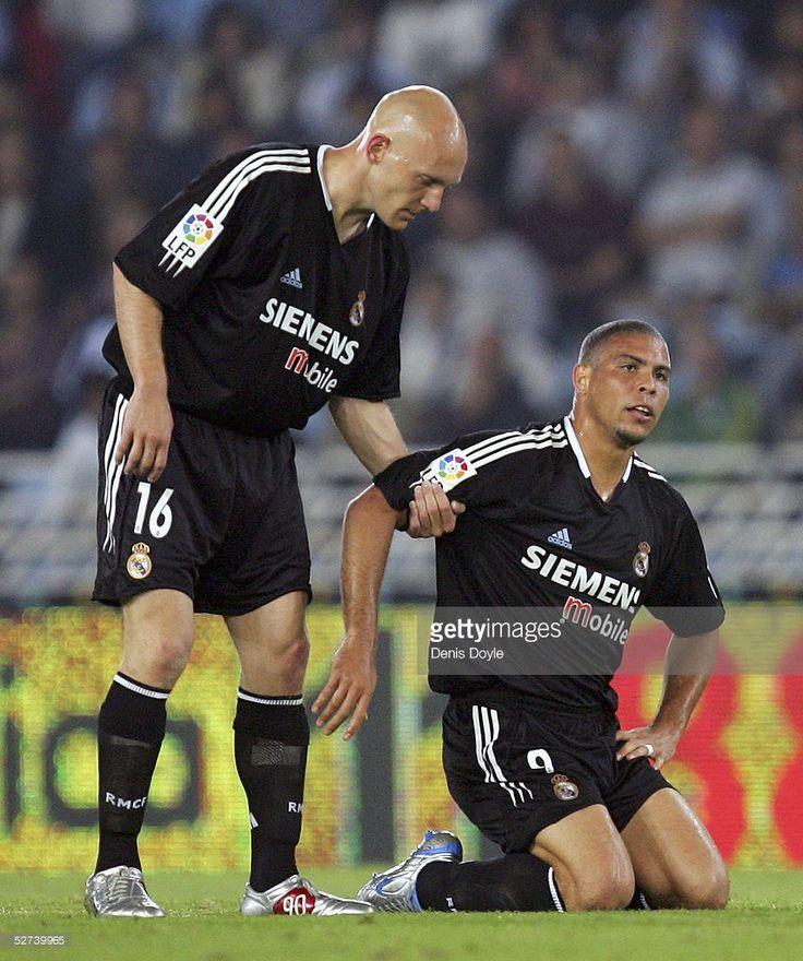 Ronaldo with Thomas Gravesen .