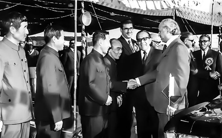 introduces Chinese engineers to Zulfikar Ali Bhutto