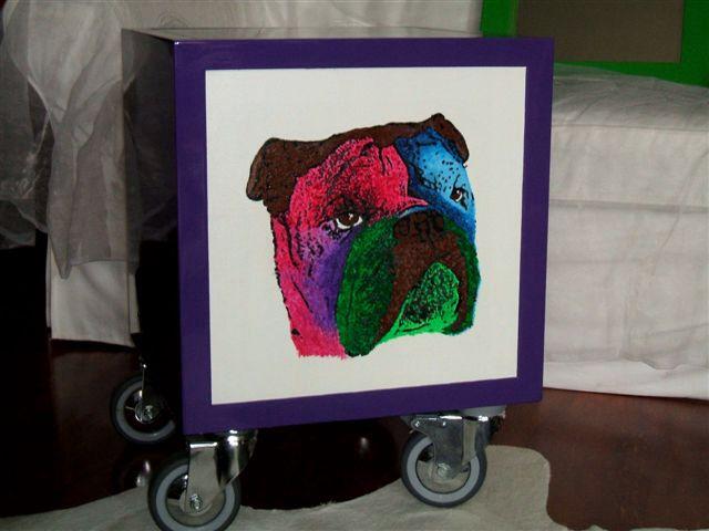 Led box Lellamattadesign. Tavolino con illuminazione led a batteria in legno laccato e ritratto personalizzato