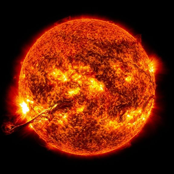 Słońce stanowi 99,8% masy całego Układu Słonecznego