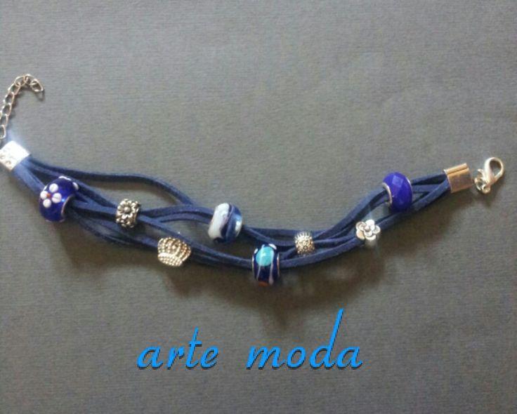 Bracciale modello Blues..collezione Patrice creation ..anche in altri colori e charms..realizzato a mano. .per info:patriceartemoda@gmail.com...#artemoda#accessory#bijoux#bigiotteria#flowers#blu#colors#madeinitaly#moda#bijouxfattiamano#follower#depop#trendy#italy