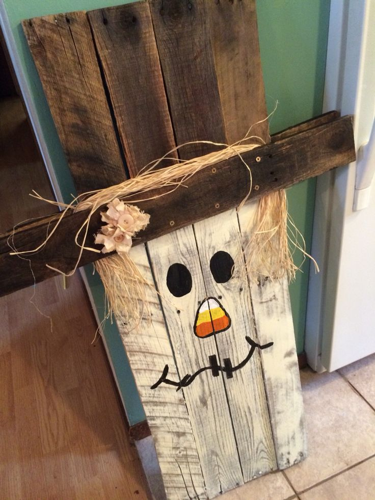 Scarecrow. Other side is a snowman.  Pallet wood.