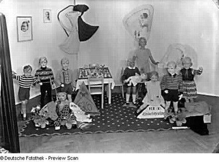 Stand des VEB EKO (Erstlings- und Kinderbekleidungswerkes) Oschatz