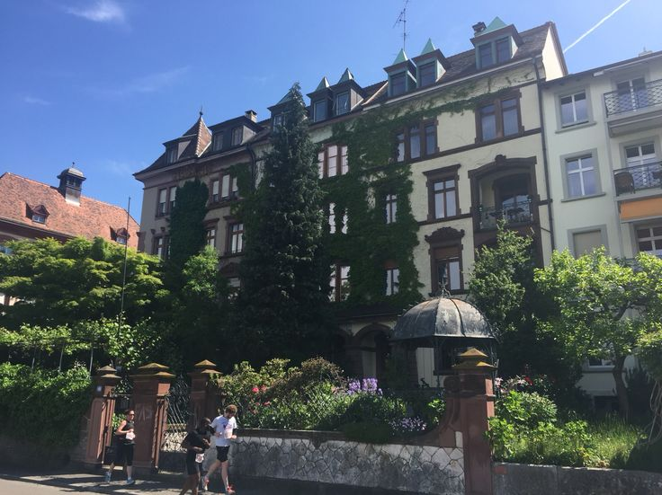 Casa lungo fiume a Basel Svizzera