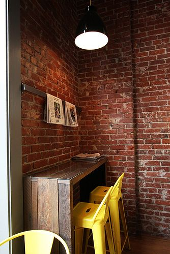 NEWSPAPER modern industrial cafe | modern-cafe-interior-design_bright.desig nlab-03