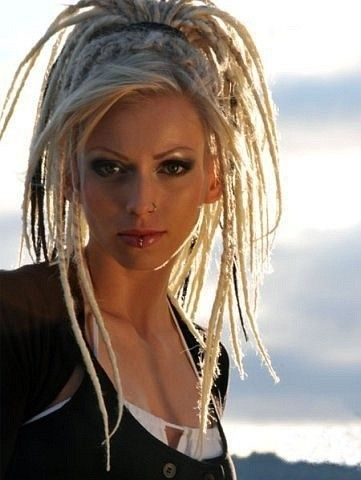 my mum would kill me but i always wanted peroxide blonde dreads. simply awesome.