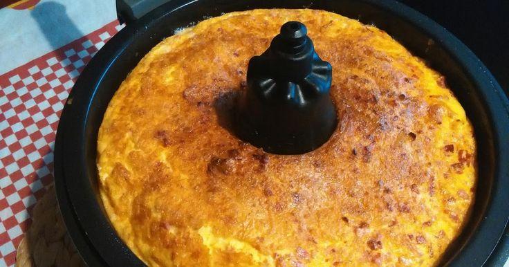Ingredientes  5 ovos  Quadradinhos de presunto e chouricao  Sal  Pimenta    Preparação   Bater os ovos colocar os ingredientes a gosto sal...