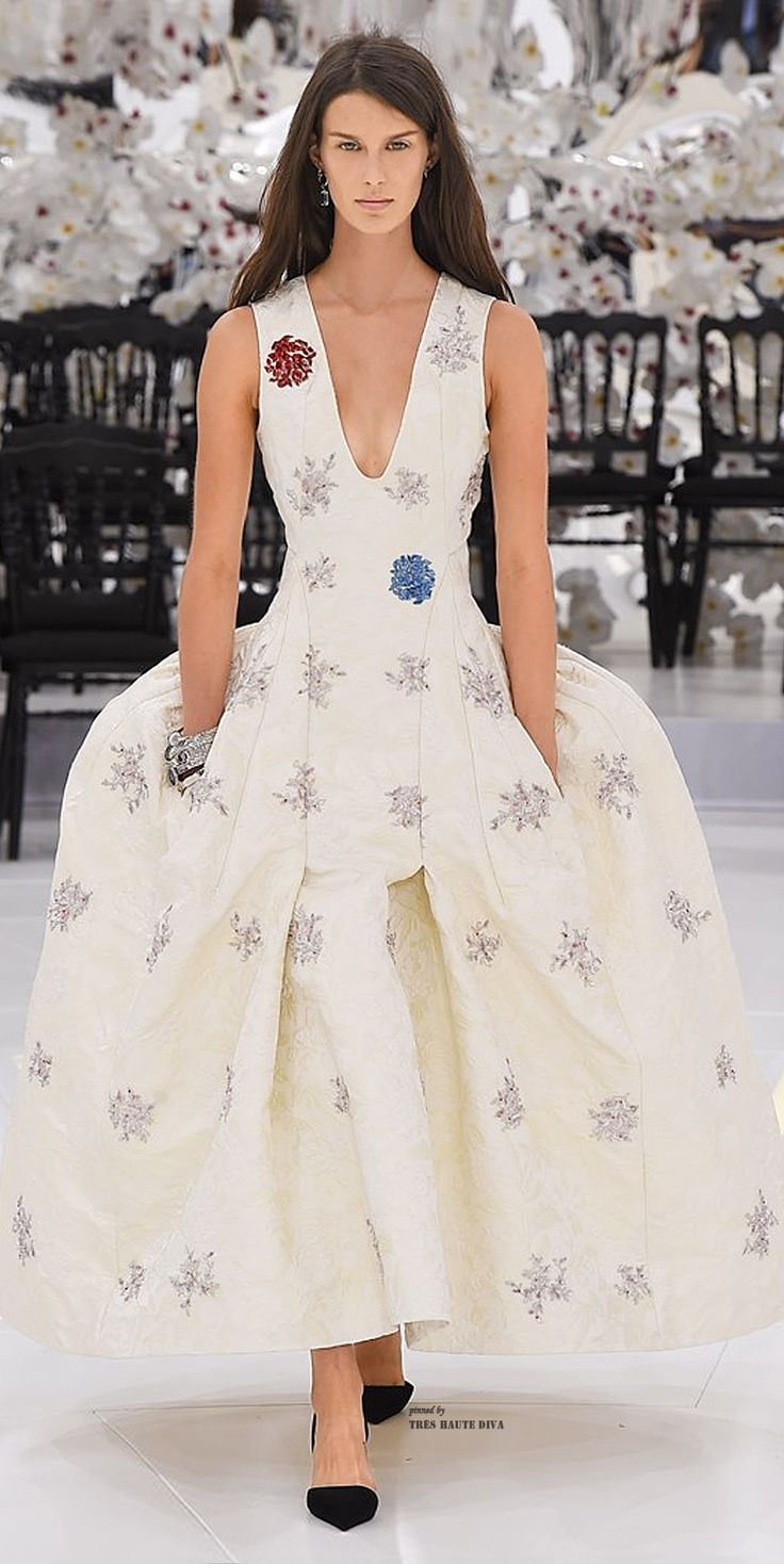 Dior autumn winter 2014 2015 haute couture collection for Dior couture dress price