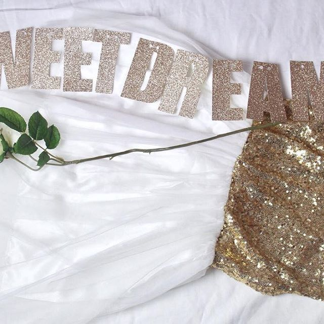 Did you have sweet dreams? I did but it was interrupted by a stray hand and foot of one of my children ;) happy Sunday everyone ❤️ . . . . #champagnegold #glitterbanner #personalisedbanner #sweetdreams #whiterose #mpsandtsc #uniquepartygifts #smallbusiness #kidsinteriors #childrensinteriors #kidsparty #childrensroom #playroomdecor #handcrafted #nurseryinspo #partystyling #personalised #customorder #homedecor #nurserydecor #partydecor #kidsroom #wallart #playroom #kidsinteriors_com