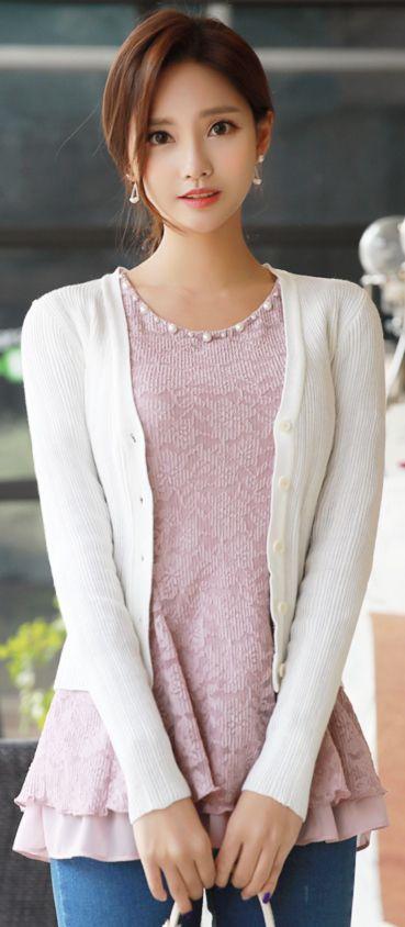 StyleOnme_Slim Fit V-Neck Cardigan #ivory #cardigan #koreanfashion #kstyle #kfashion #springtrend #seoul #dailylook