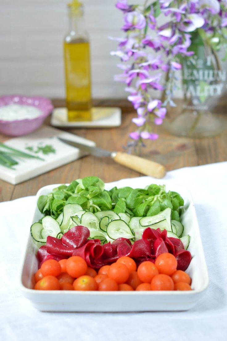 Fuente de ensalada de remolacha y pepino