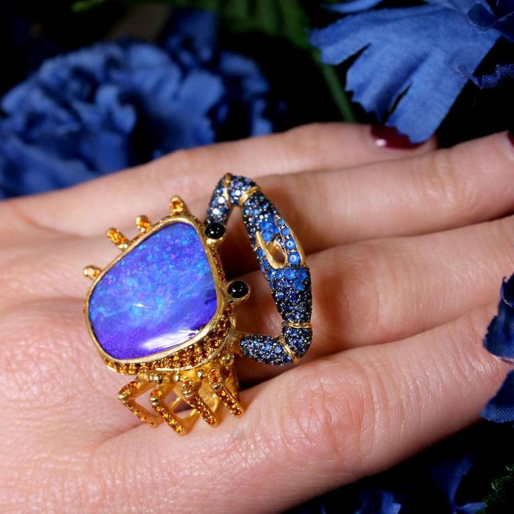 This cute little Boulder opal crab is one of my favourite jewels in Lydia Courteille's new Sahara collection.