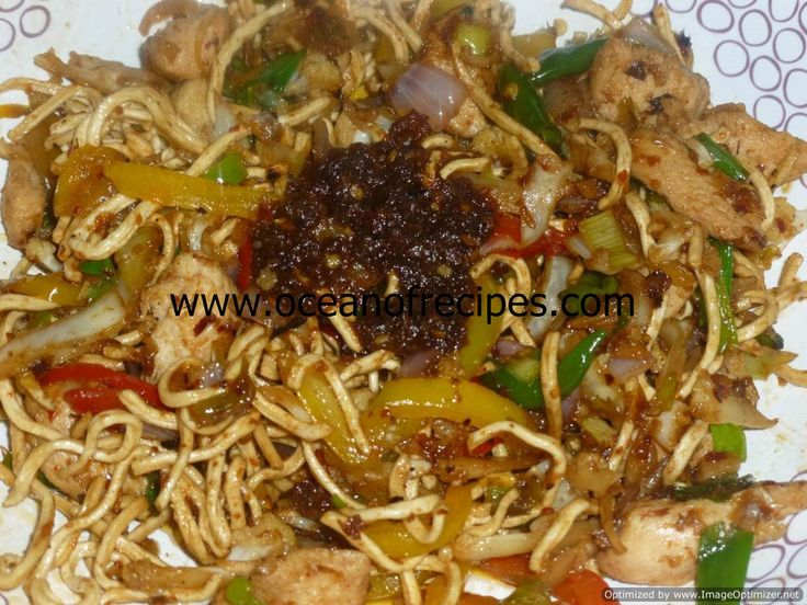 Nam prik pao chicken with crispy noodles