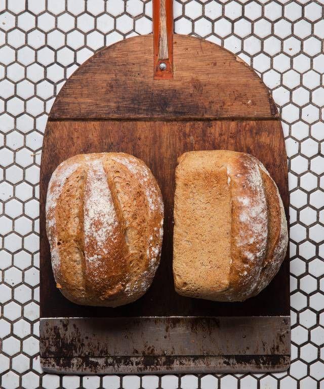 - Valnøtt Brød og oppskrift  på Morten Schakendas Kanelsnurrer - yeast wholegrain Walnut Bread and Cinnamon Knots
