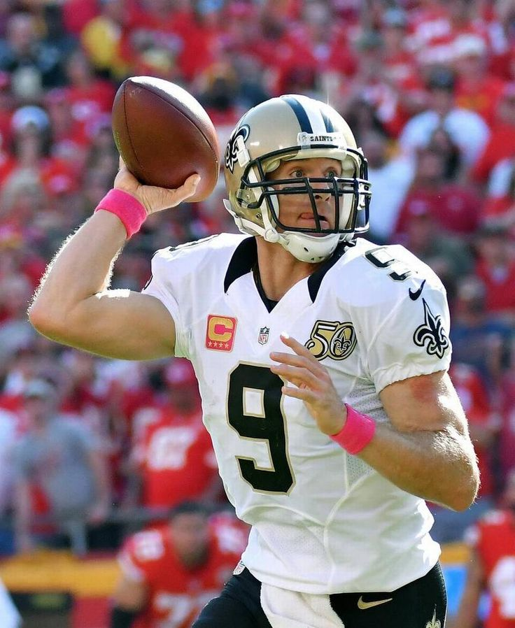 Saints vs. Chiefs  -  27-21, Chiefs  -  October 23, 2016:   New Orleans Saints quarterback Drew Brees throws a touchdown pass in the fourth quarter during Sunday's football game against the Kansas City Chiefs on October 23, 2016 at Arrowhead Stadium in Kansas City, Mo.