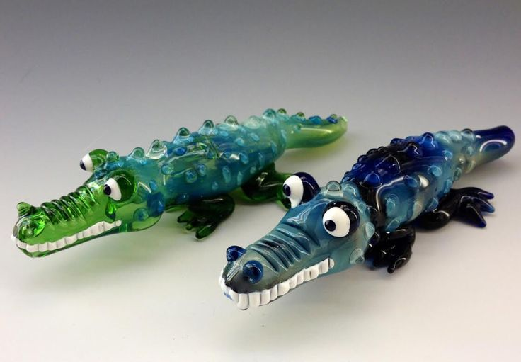 Crocodile Glass Tobacco Pipe - H*104 by ApolloGlassworks on Etsy https://www.etsy.com/listing/183949513/crocodile-glass-tobacco-pipe-h104