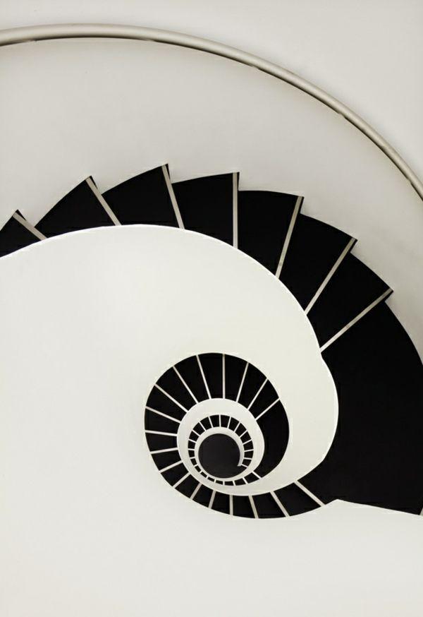 graphische spiraltreppe gestalten in schwarzweiß