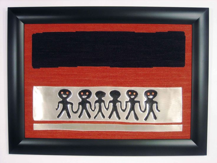 Ventas Online:  Online Sales: www.gogoanhalzer.com www.gogoanhalzer.com/en/products-page/hanging-art/amigos/  AMIGOS (HANGING ART) Made by Gogó Anhalzer, inspired by Pre-colombian stamps, this hanging art was woven by hand in an arpillera, using silver and black metal and Spondylus shells.  AMIGOS (CUADRO) Bordado a mano en lana sobre arpillera , con apliques de metal plateado , metal negreado y conchas spondylus. Realizado bajo la inspiración de sellos precolombinos por…