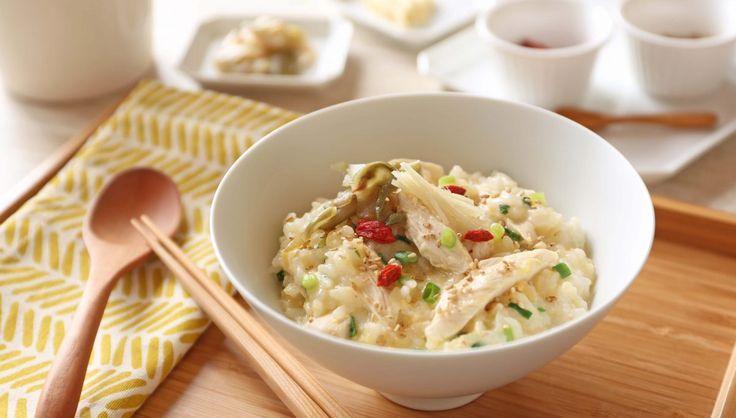 毎日、飲み会や外食で胃もたれしてしまっている方も少なくないはず。今回は、週に1回は体のためにも実践したい、胃に優しい鶏ささみと卵の中華風お粥のレシピをご紹介します。作り方も簡単なので、朝ごはんとしてもササッと作れるはずです。