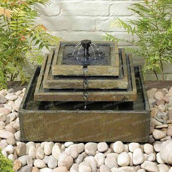 Glou glou zen et apaisant avec cette fontaine solaire autonome, en véritable ardoise.  A découvrir ici : http://fr.jardins-animes.com/fontaine-solaire-ardoise-etages-p-590.html