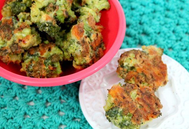 bolinhos de brócolis assados: A hortaliça crucífera tem poucas calorias e é rica em cálcio, ferro e vitamina C. Além disso, o bolinho assado é rico em prote