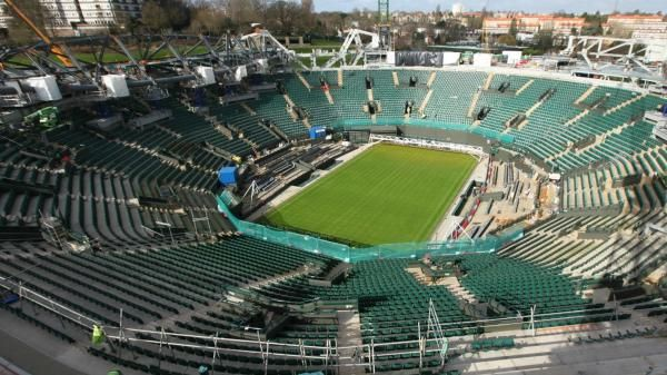 Wimbledon's No 1 Court will sport a different look at this year's championships as work continues to install a second retractable roof at the All England Club.After one year of a three-year project, which is on schedule to be completed in time for the 2019 tournament, the second show court will only have a partial fixed roof this summer, meaning many of the 11,500 spectators will be exposed to the elements.