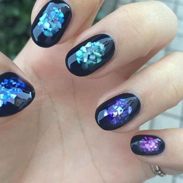 「光る指先に恋する。夏ネイルはクラッシュシェルに夢中なのです*」に含まれるinstagramの画像