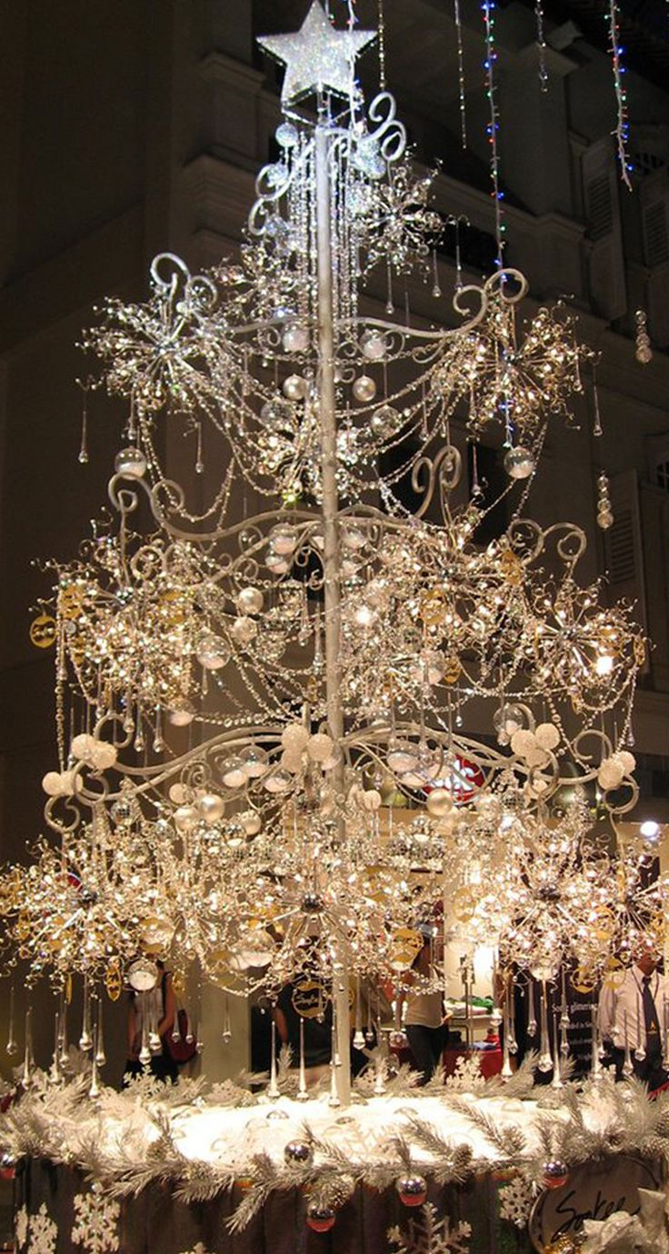 Elegant Christmas Tree Decorating