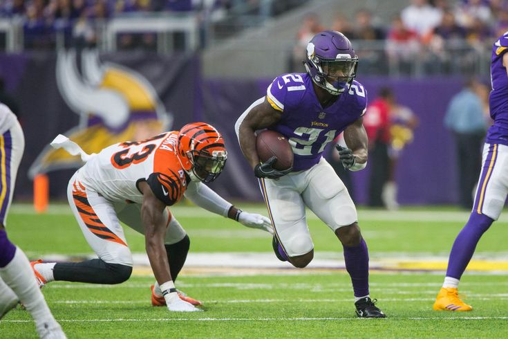 We break down the top starting options at running back this week, along with some players who should be avoided. Week 16 of the fantasy football season is here, and we're back with another crop of start/sit options. We have a nice set of data about each team through six...