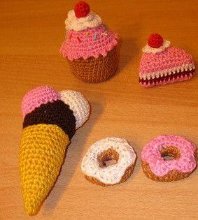 Puppen & Puppenstube - Lebensmittelspielzeug - Kuchen und Süßes - ein Designerstück von Rasselbande-MelanieHechenberge bei DaWanda