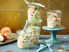 Unser beliebtes Rezept für Lachs-Shrimps-Tatar und mehr als 55.000 weitere kostenlose Rezepte auf LECKER.de.