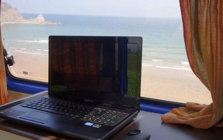 Mein mobiles Surf-Office Dank des Spanischen Anbieters Wifivox, der landesweit mobile W-LAN-Router mit Datenflatrate verleiht, habe ich selbst an den entlegensten Surfspots eine durchgehend solide 3G Internetverbindung.