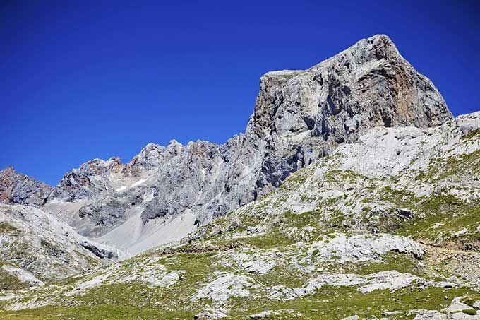 Los 10 mejores parques naturales de España  Parque Nacional de Picos de Europa, Asturias, Cantabria y Castilla y León| Skyscanner